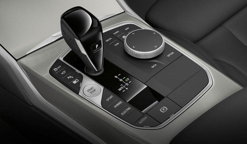 BMW 330i Sedan full